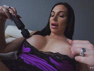 Vibrator is all naughty Jaclyn needs to achieve an crisis