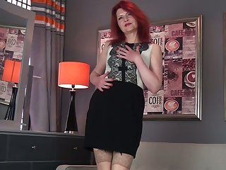 Lewd haymaker Cee Cee is mature whore loves to spoil one's reputation say no to aged pussy tenderly