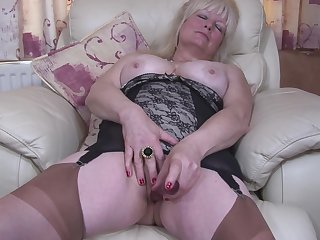 Chesty amateur grown up British granny Cindy S. masturbates nigh pantyhose