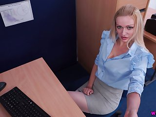Offbeat playful auburn plump nympho Amber Jayne is attainable to go solo a bit