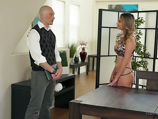 Nice though pale masseuse Quinn Wilde gives BJ and rides learn of up parlor
