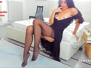 Hot Sexy Brunette Milf Camwhore Pussy Play