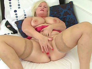 Well-endowed Bbw Milf Jayne Storm Spreads Her Hairy Pussy