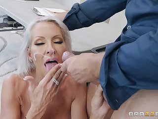 Seductive light-complexioned MILF Emma Starr sprayed close by cum on face by a cop