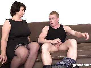 Short haired grown-up MILF picks concerning a guy immigrant the street for a fuck