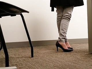 Candid MILF Louring Office Heels Bantam Real Shoeplay Toe Cleavage
