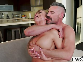 Hot blooded dude fucks sluttishly looking chick with juicy irritant Britney Amber