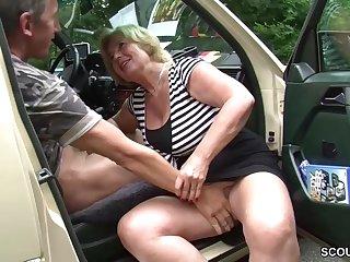 Granny battle-axe car sex Mutti ist Taxifahrerin und fickt gerne mal mit ihren Kunden