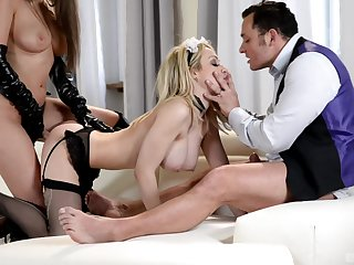 Chessie Kay and Linda J are the real masters of hard threesome